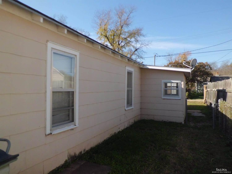 1027 N 11th Street, Salina, KS 67401