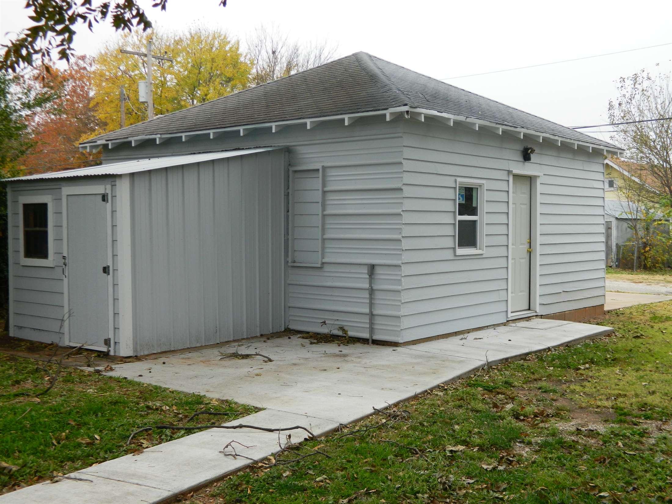 709 Elm St, Pawnee, OK 74058