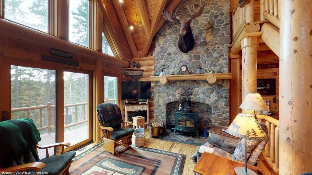 211 Evergreen Point Rd, Beaver Cove, ME 04441