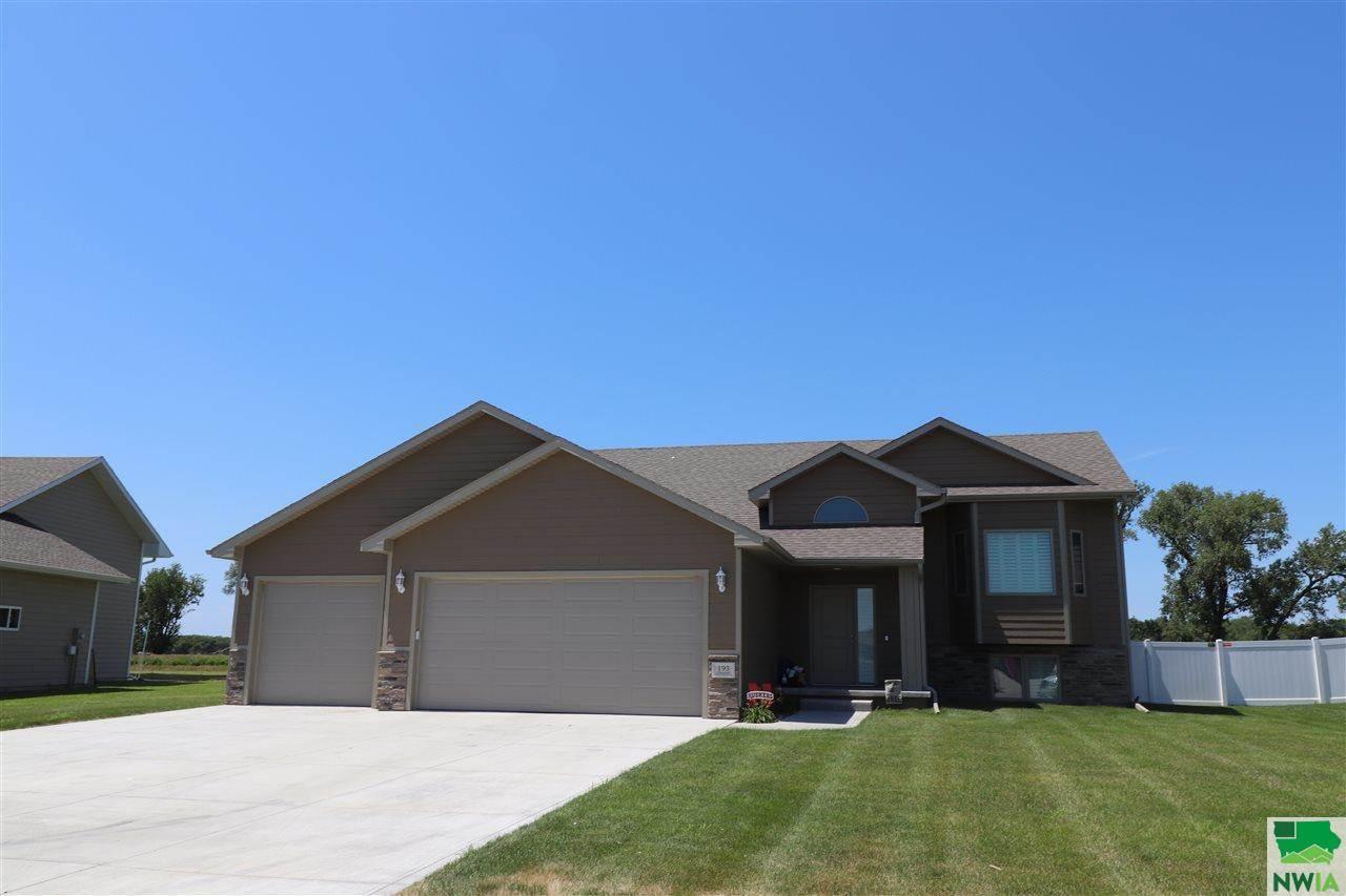 193 N Churchill Cir, No. Sioux City, SD 57049