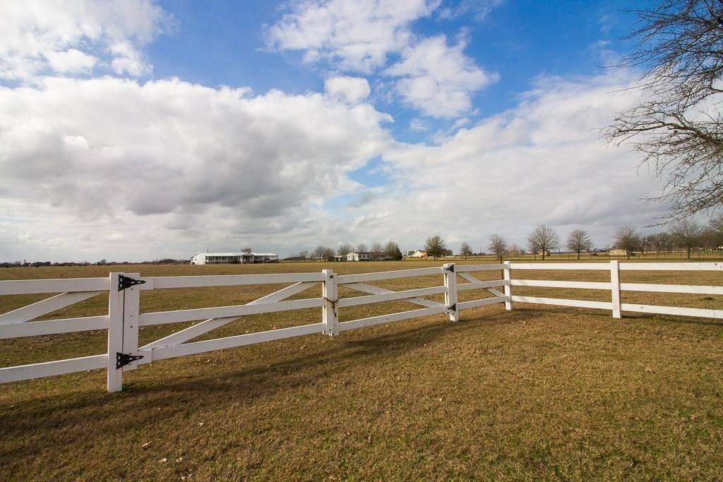 23653 Old Howth Road, Hempstead, TX 77445