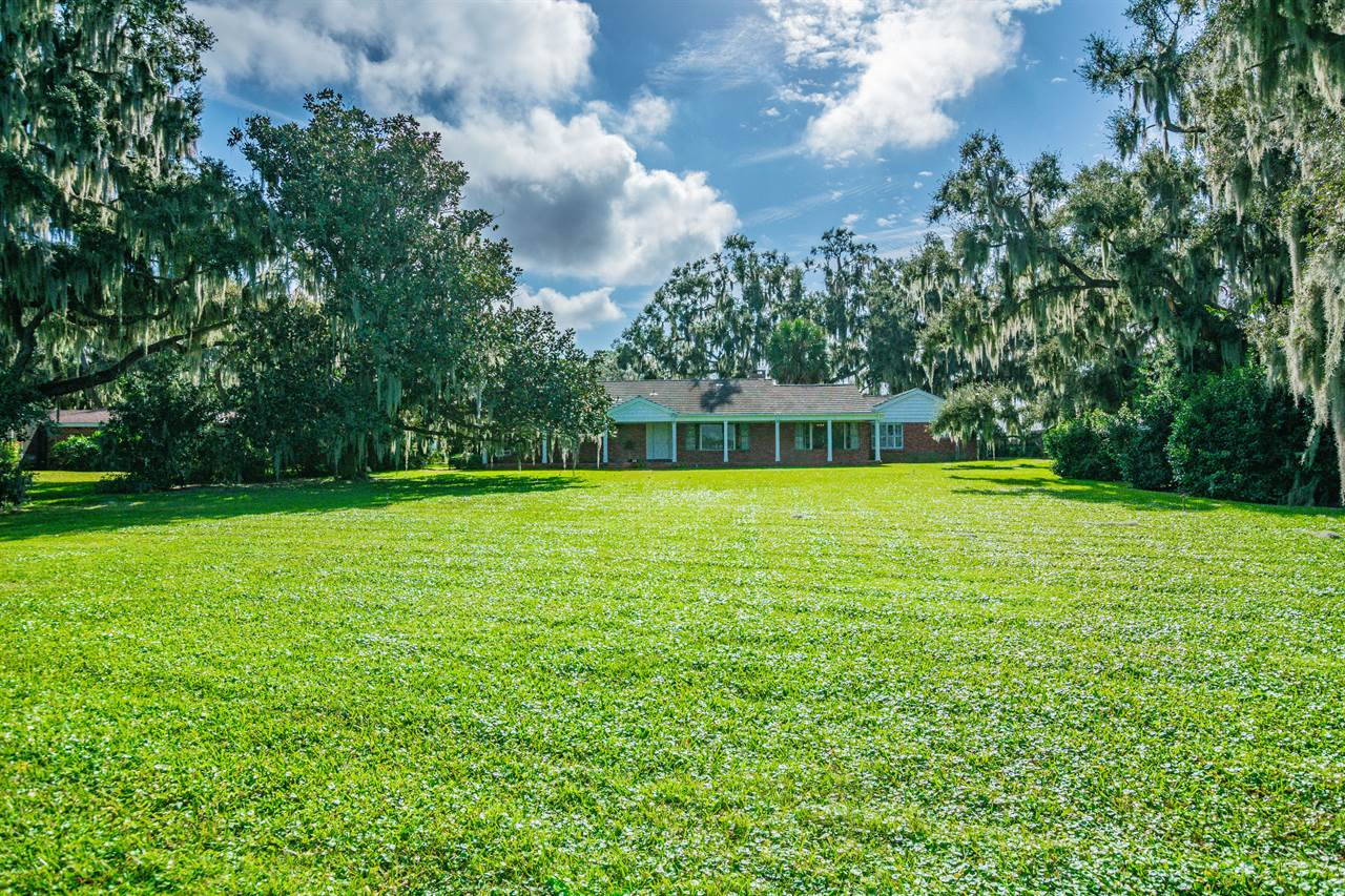 1920 N Lake Howard Drive, Winter Haven, FL 33881