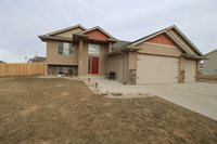 2816 Crescent Drive NW, Minot, ND 58703
