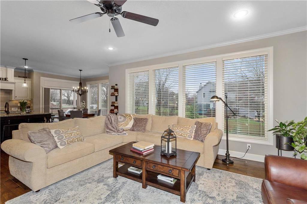 22907 West 48th Terrace, Shawnee, KS 66226