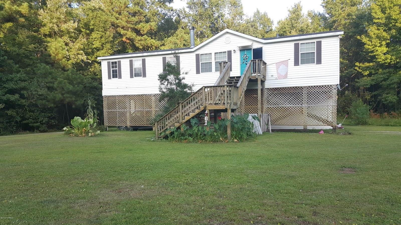 718 Cape Fear Drive, Burgaw, NC 28425
