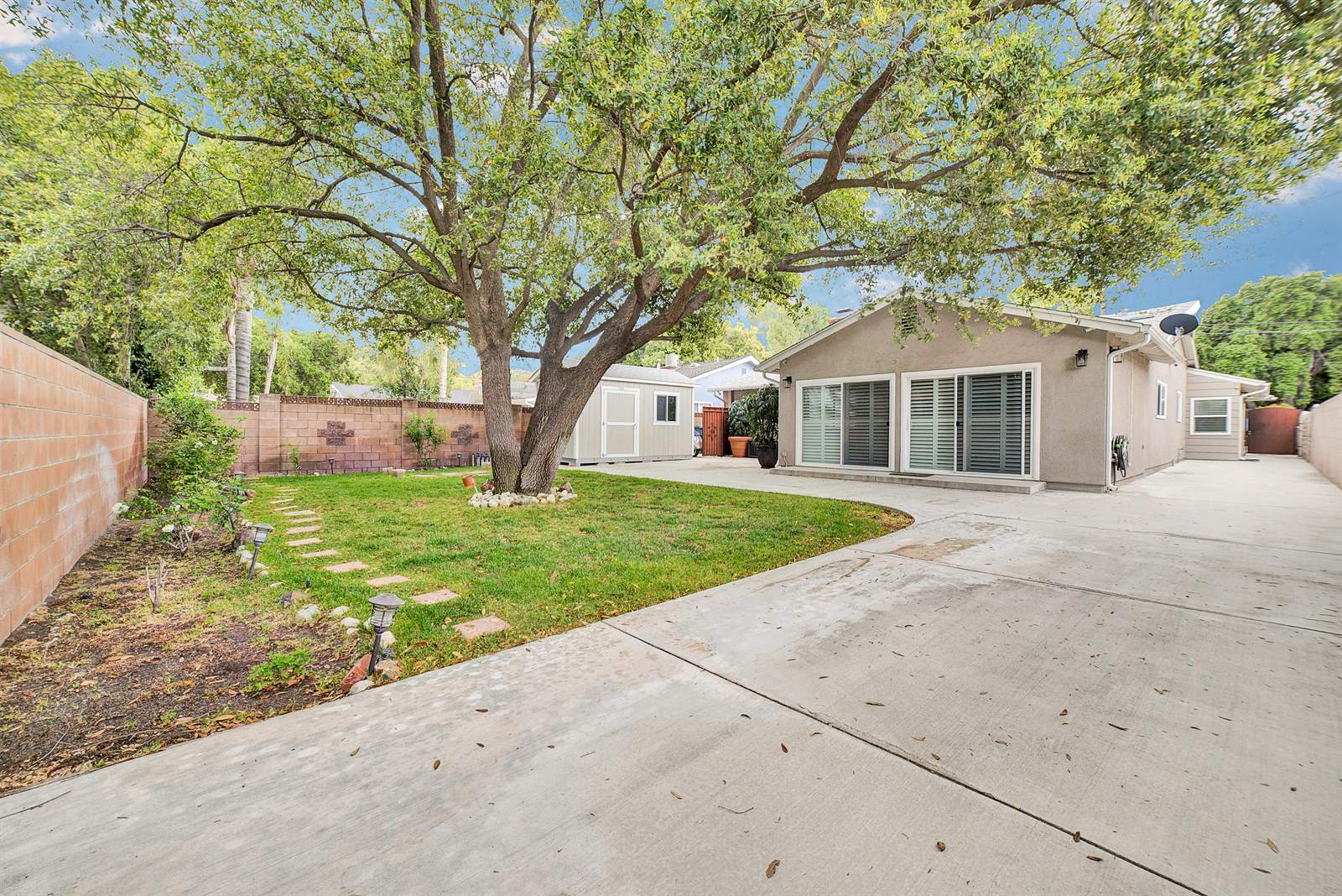 23215 Maple St, Newhall, CA 91321