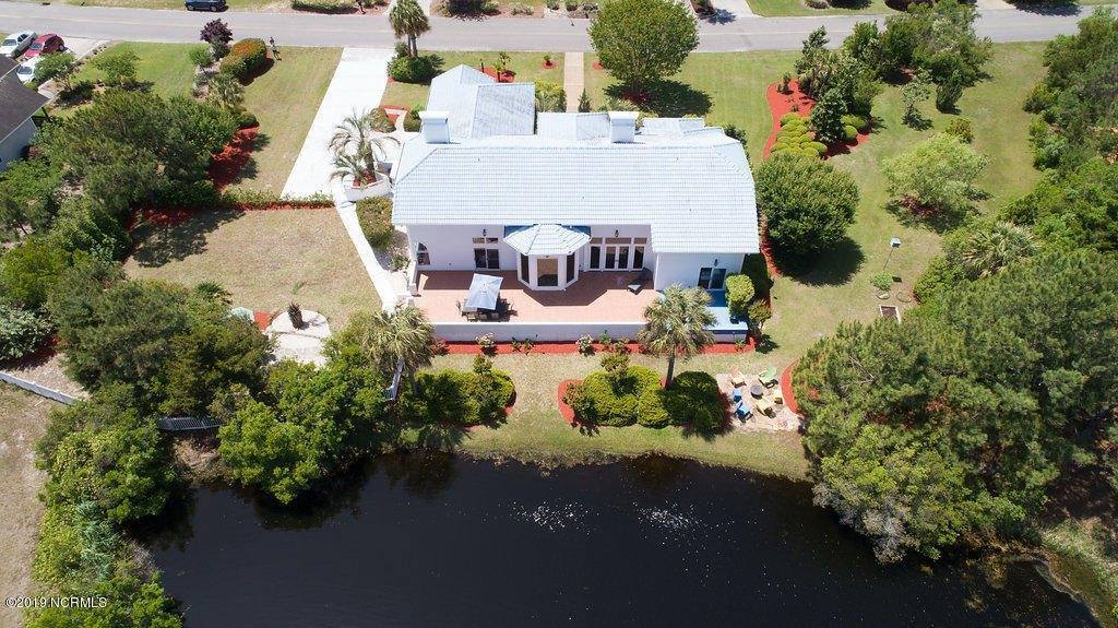 8215 Lakeview Drive, Wilmington, NC 28412