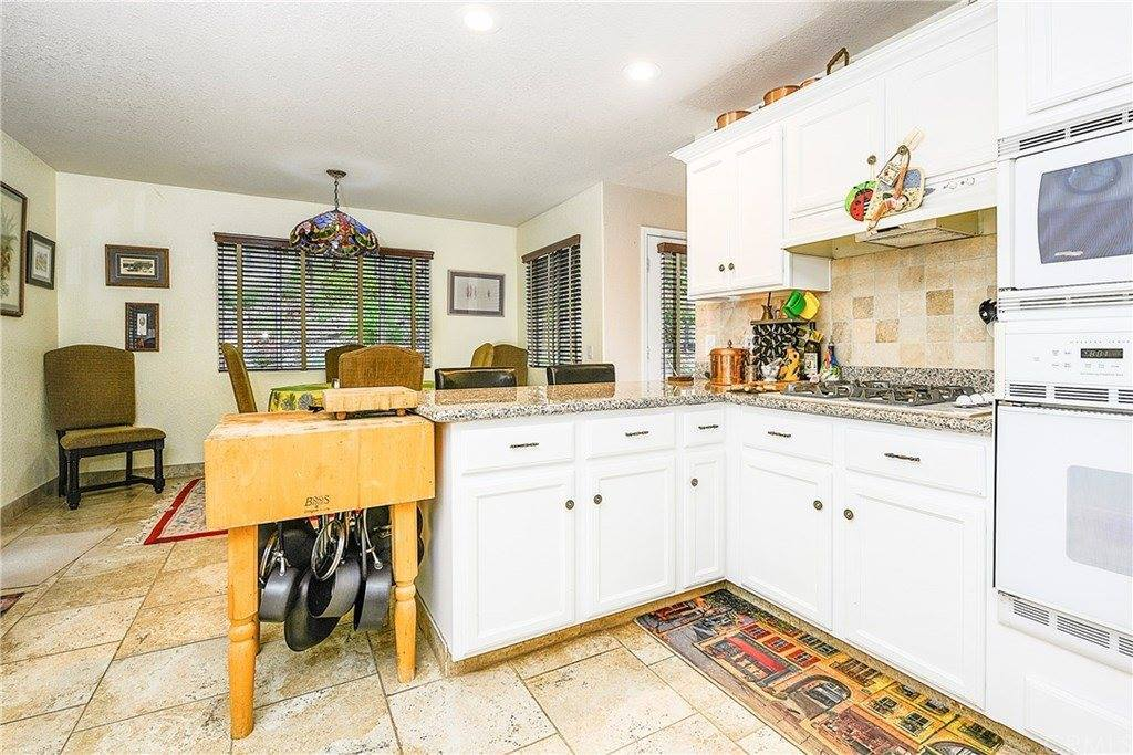17724 Foothill Court, Hidden Valley Lake, CA 95467