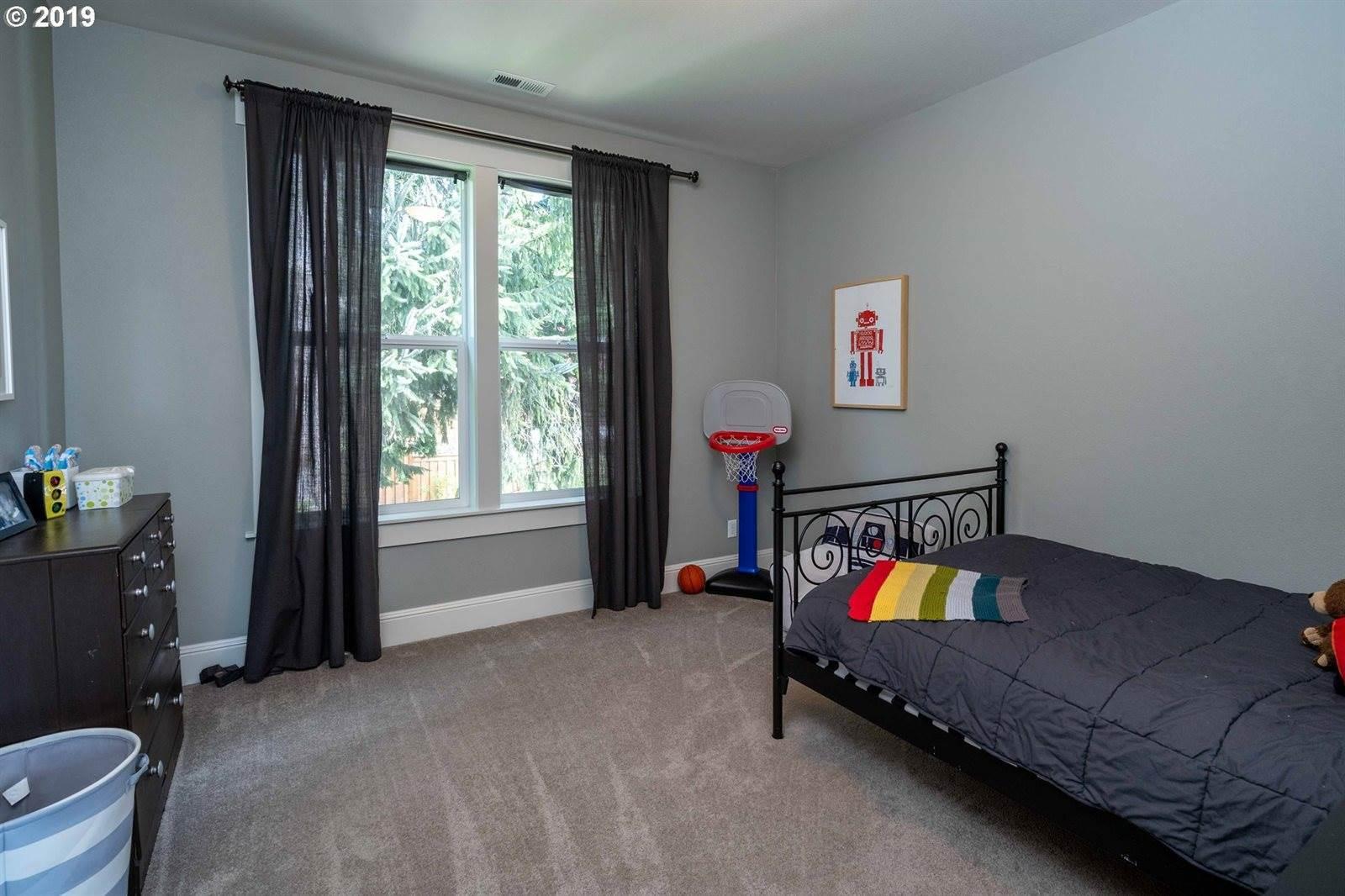 1021 SW Carson St, Portland, OR 97219