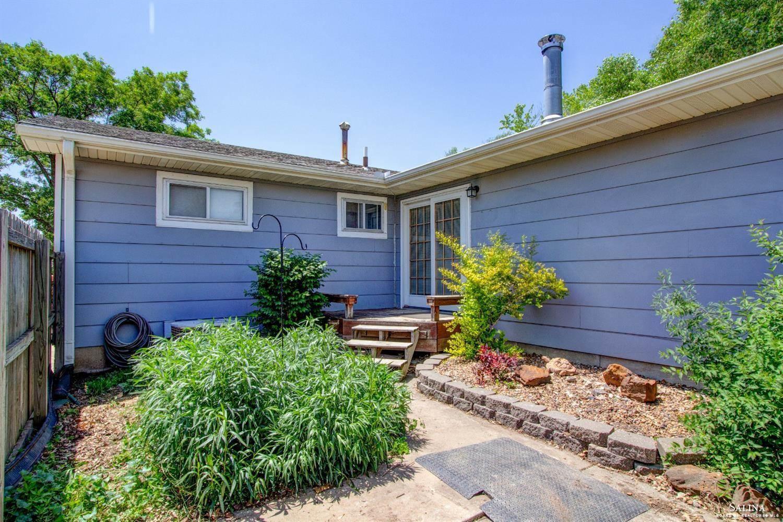 366 Maple Avenue, Salina, KS 67401