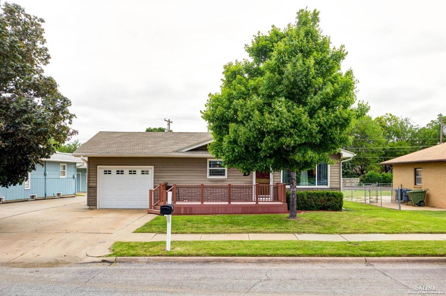 2063 South 4th Street, Salina, KS 67401
