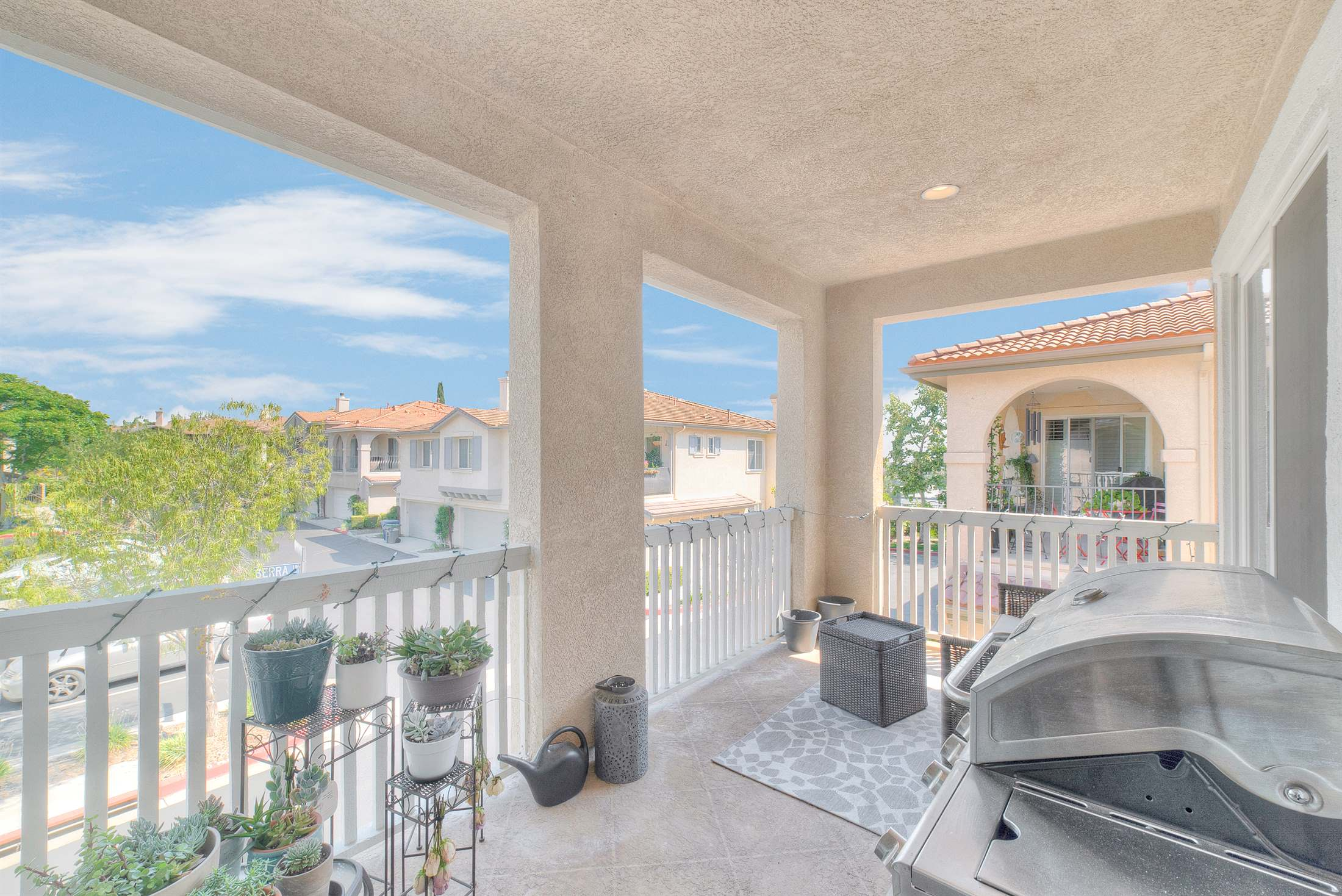 28017 Serra Ln, Valencia, CA 91355