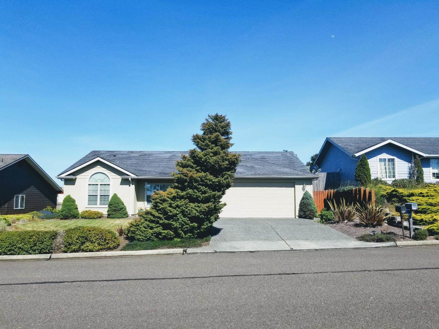 1829 Cleveland St, North Bend, OR 97459