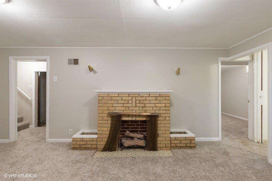 2116 S Old Manor Rd, Wichita, KS 67218