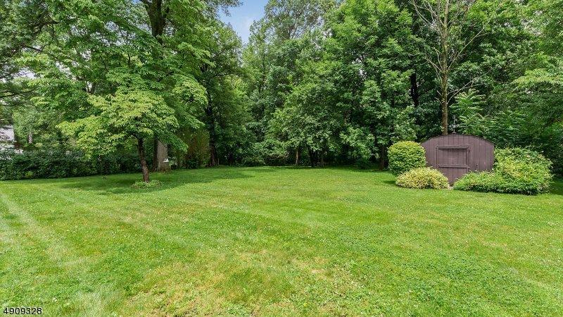 61 Northfield Rd, Long Hill Township, NJ 07946