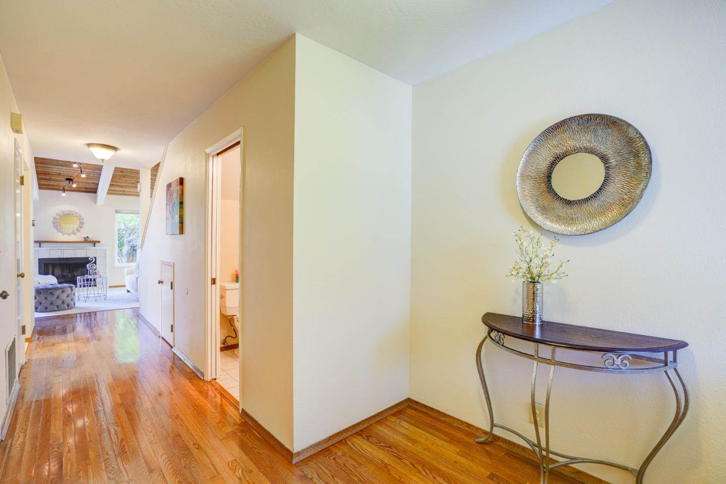 751 W Middlefield RD E, Mountain View, CA 94043