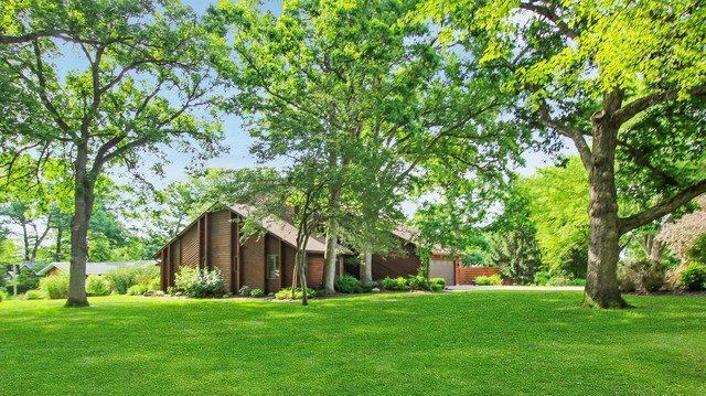 2571 Royal Oaks Drive, Freeport, IL 61032