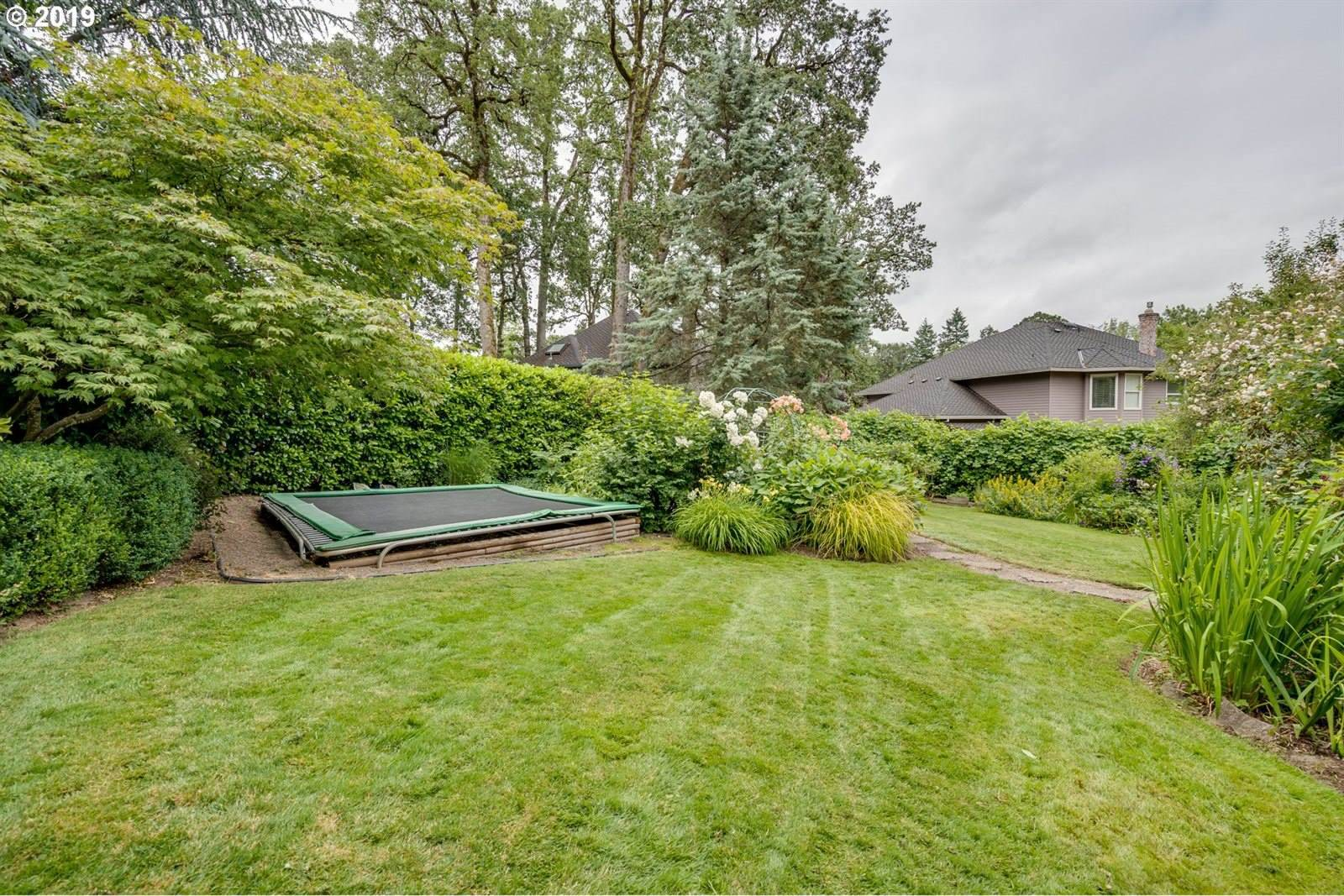 5222 Carman Dr, Lake Oswego, OR 97035