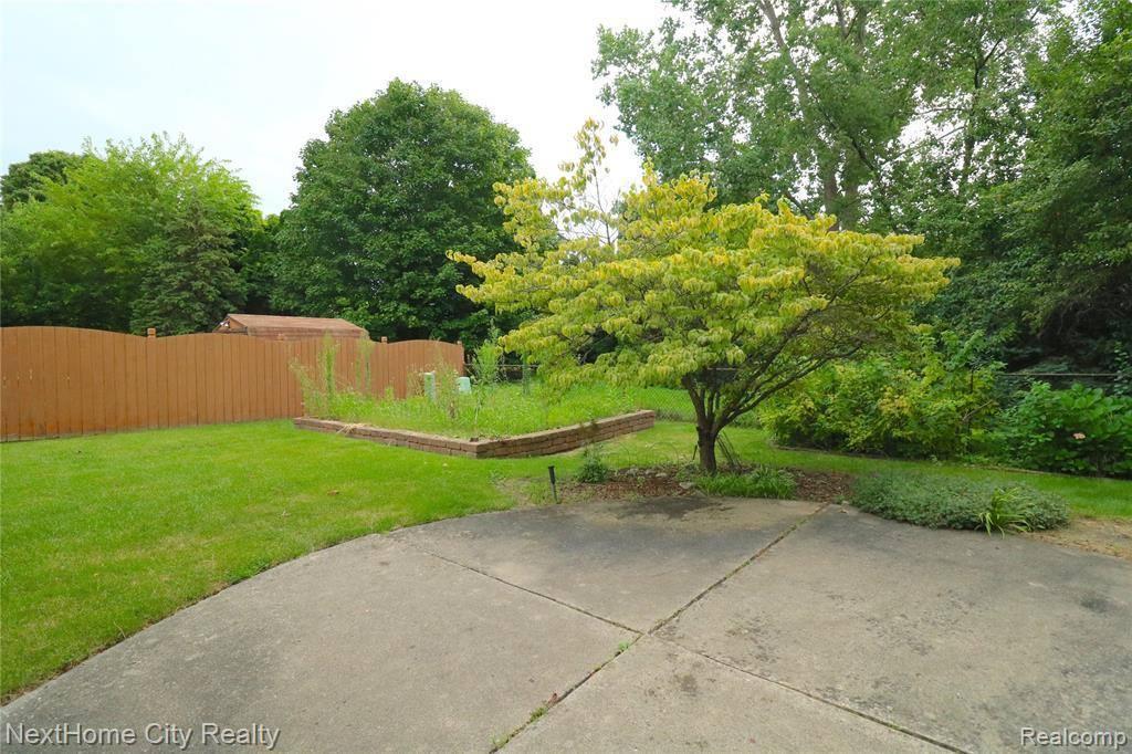 16532 Quakertown Lane, Livonia, MI 48154