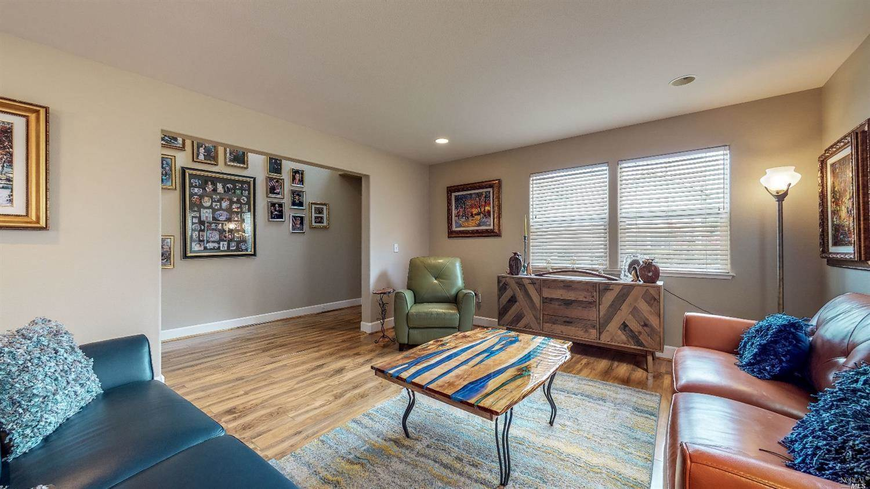 853 Starr Circle, Windsor, CA 95492