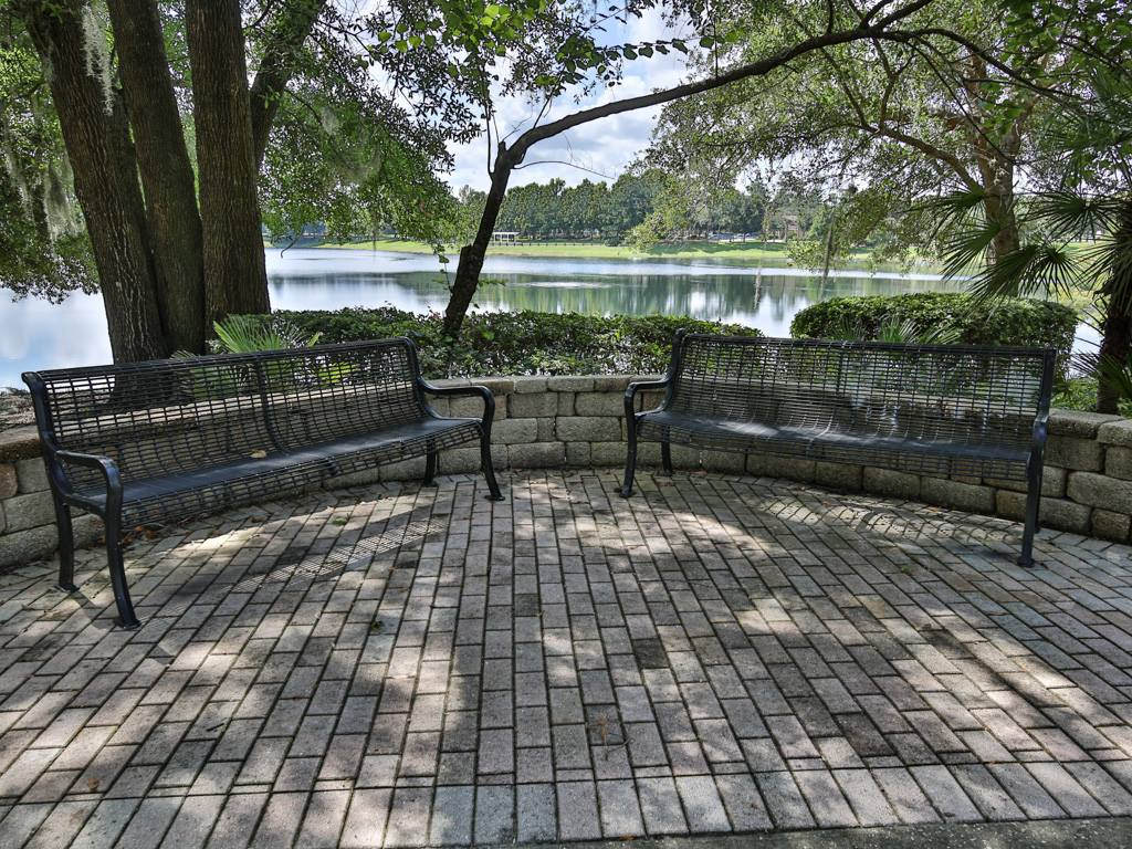318 W Lake Victoria Circle, Deland, FL 32724