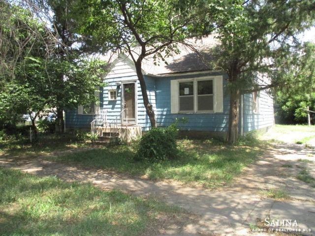 1016 North 10th Street, Salina, KS 67401