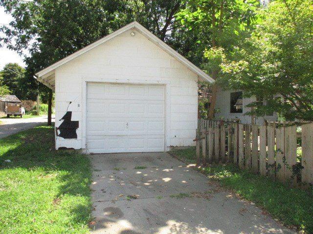 802 E 10th Ave, Winfield, KS 67156