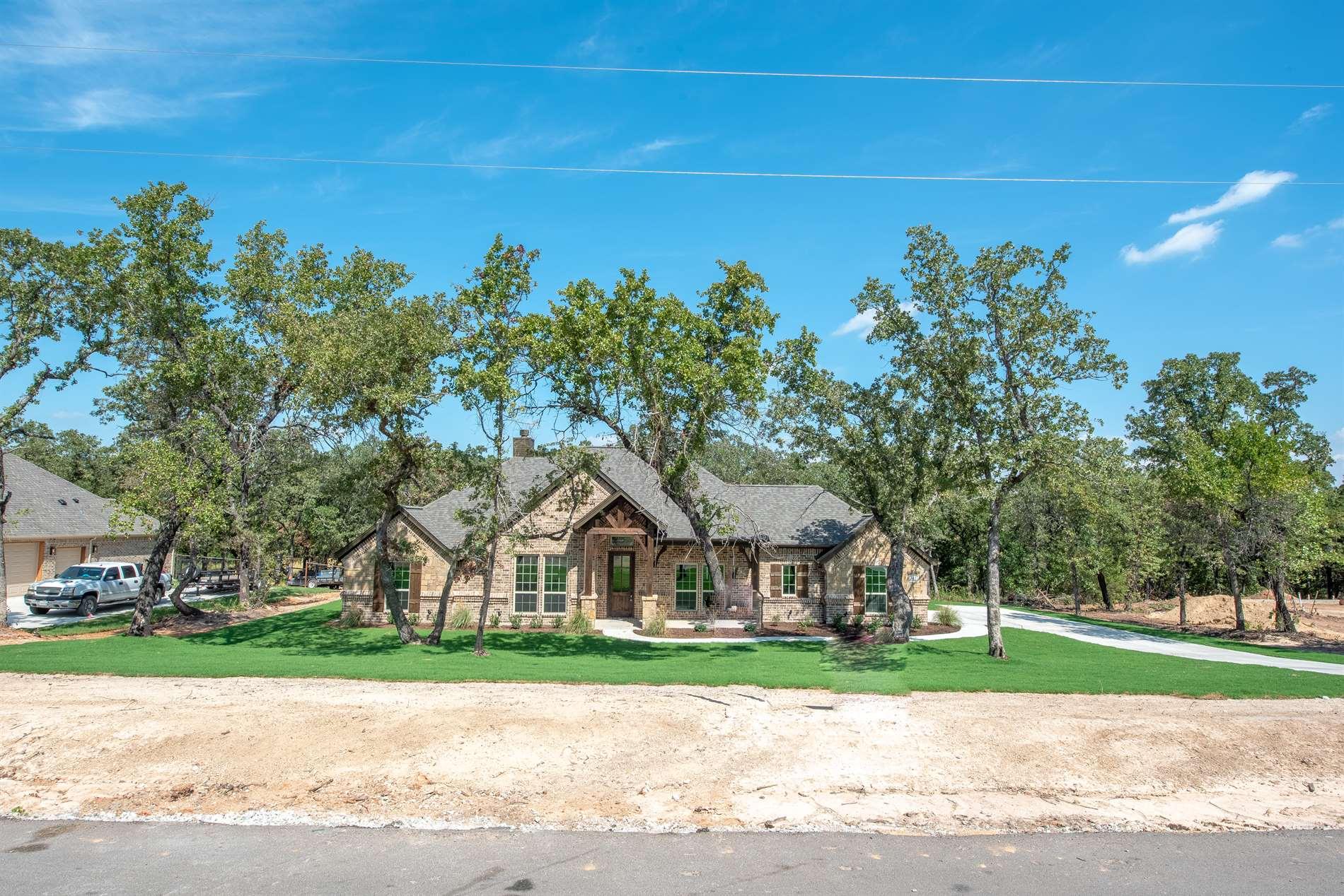 312 Scenic Wood Drive, Azle, TX 76020