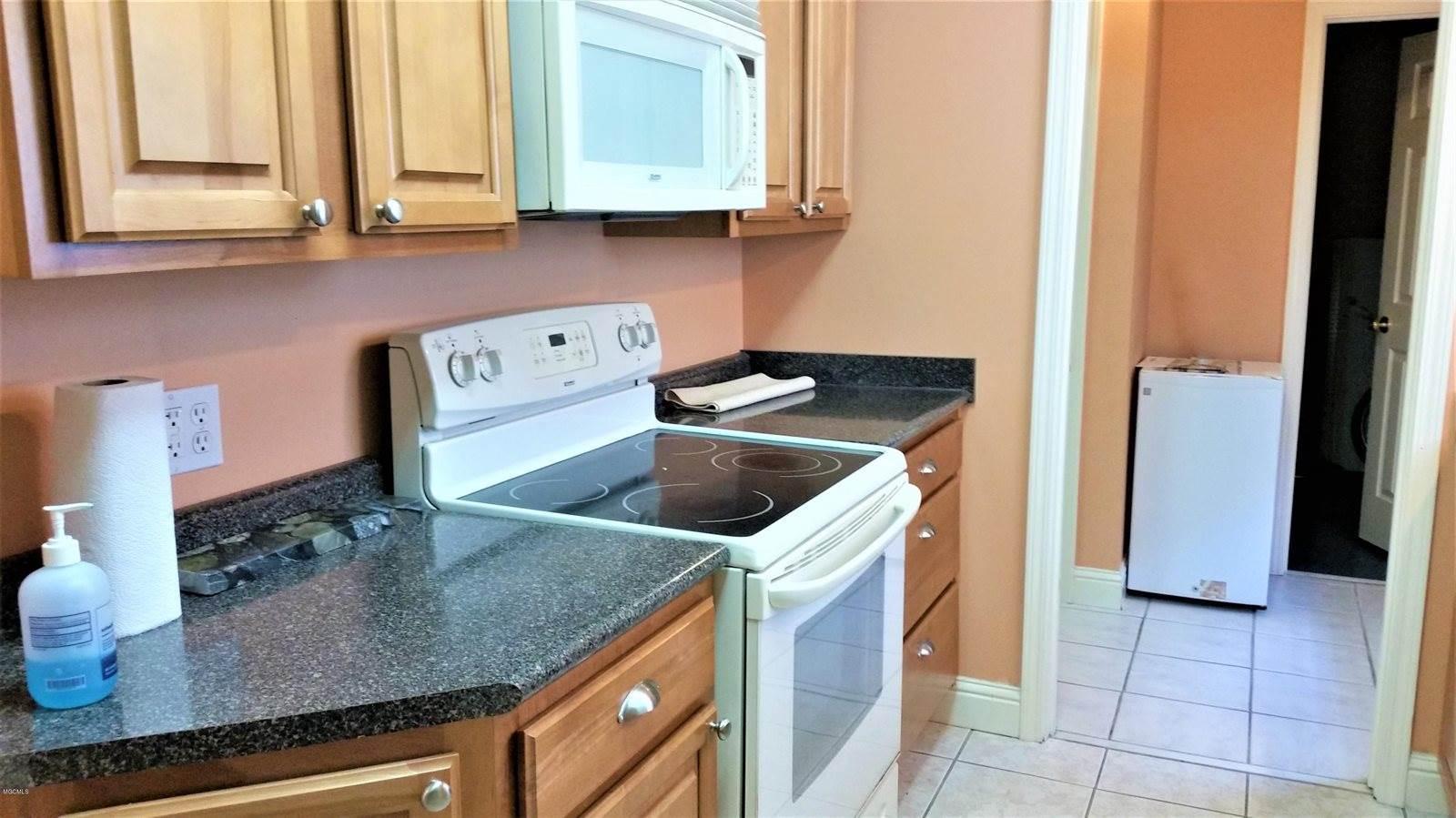15037 Dedeaux Rd, Gulfport, MS 39503