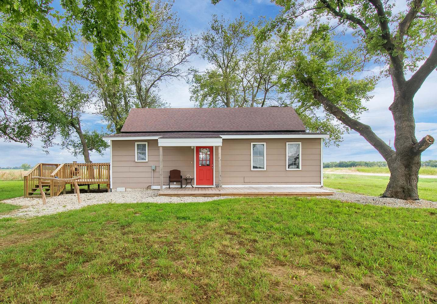 759 N Oliver Rd, Belle Plaine, KS 67013
