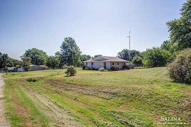 233 West Robson Road, Salina, KS 67401