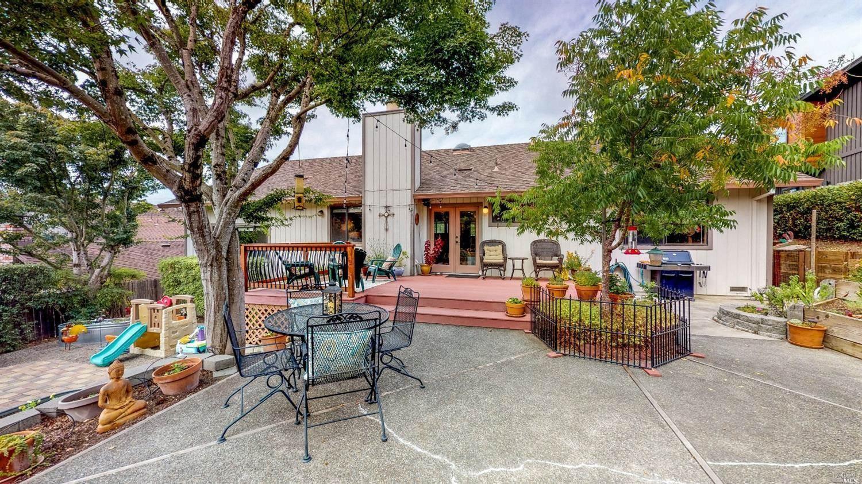 924 Ridgeview Drive, Healdsburg, CA 95448