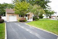 19 Azalea Ct, Plainview, NY 11803