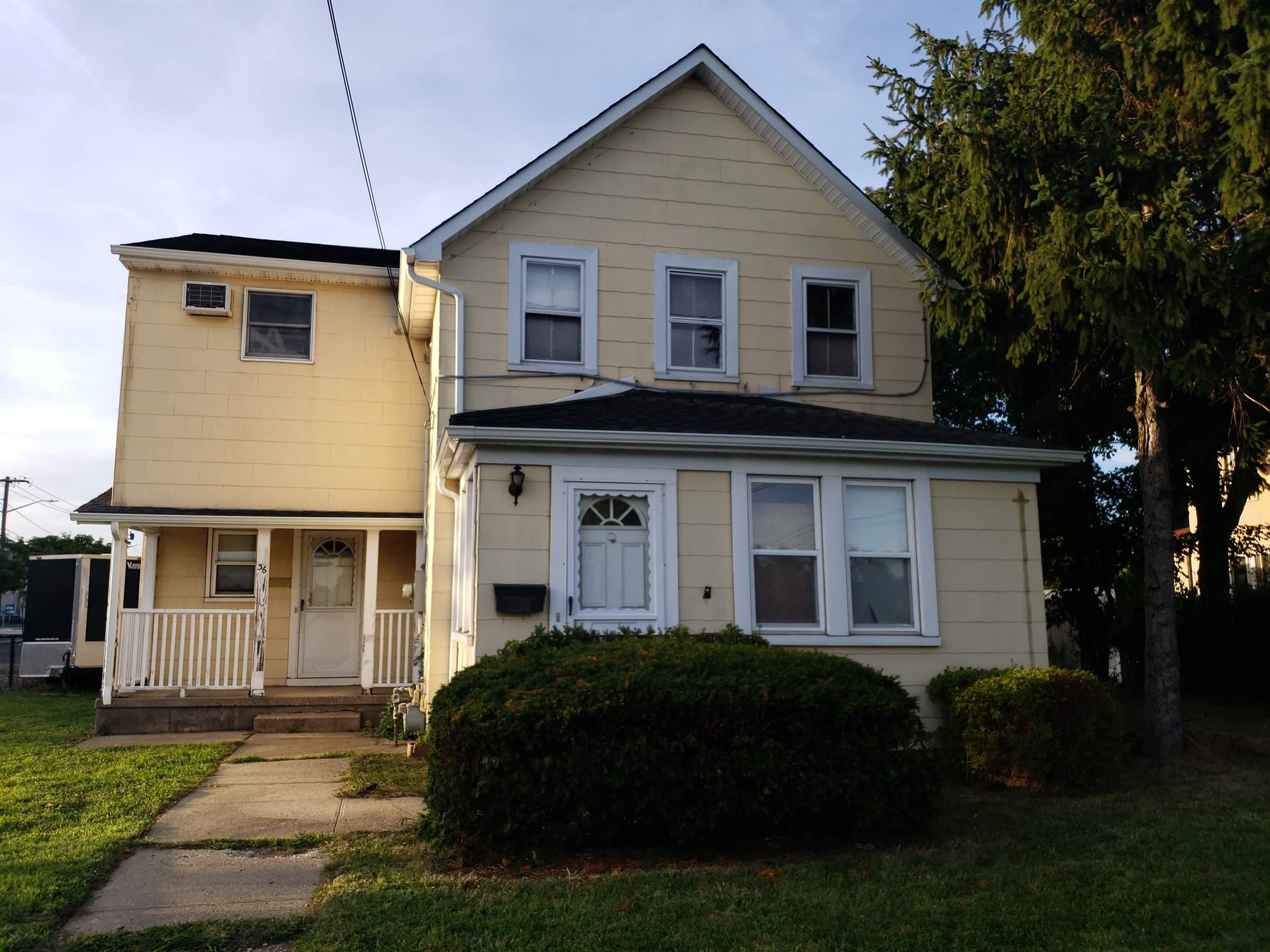 36 Baldwin Pl, Bethpage, NY 11714