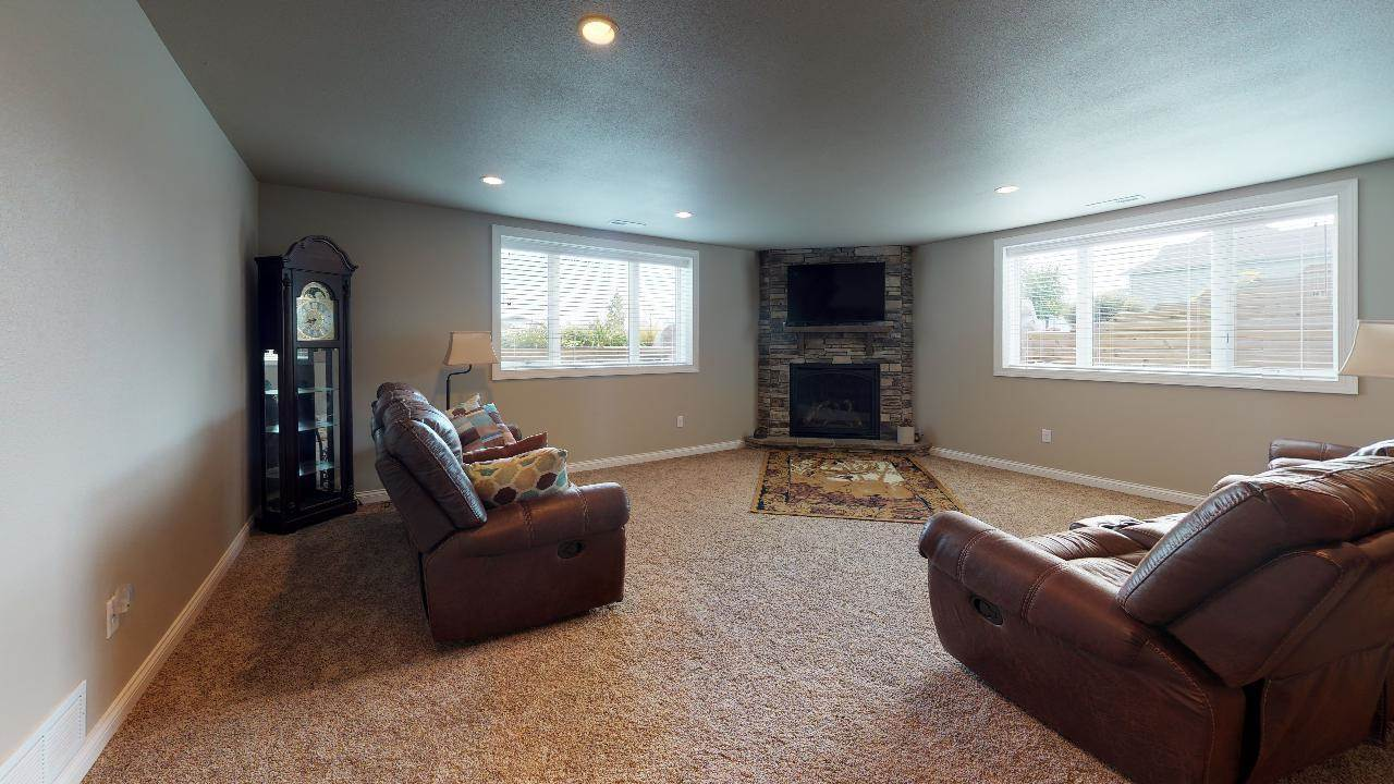 3600 Chisholm Place, Bismarck, ND 58503