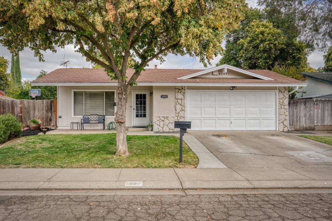 1525 Galvez Avenue, Modesto, CA 95355