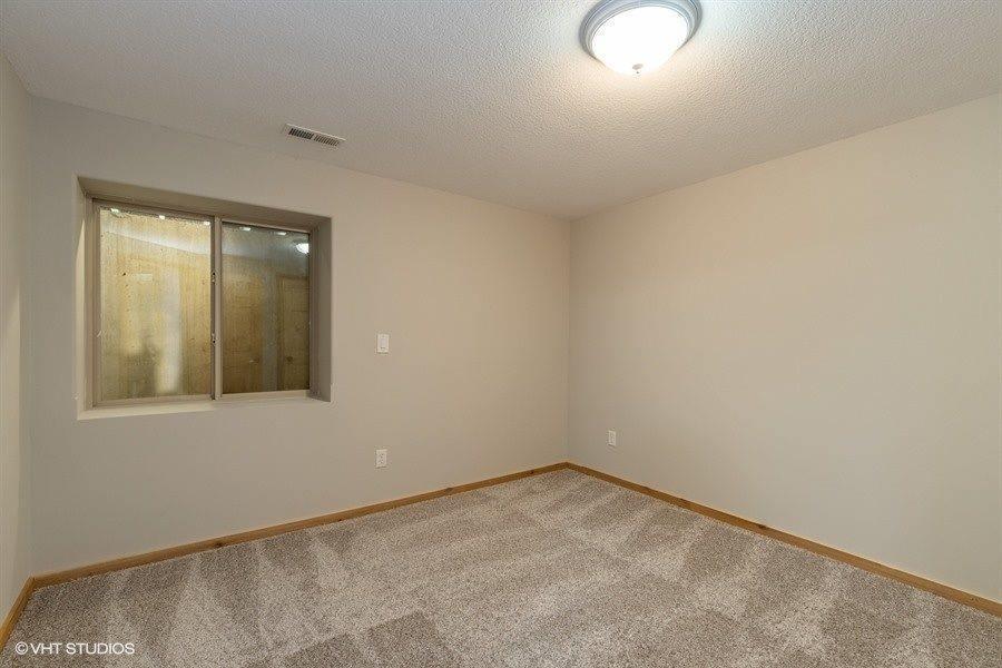 2629 N Edgemoor Dr, Wichita, KS 67220
