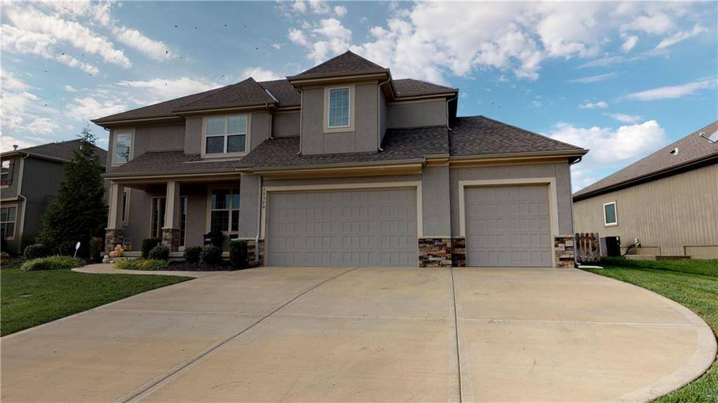 16370 South Summertree Lane, Olathe, KS 66062