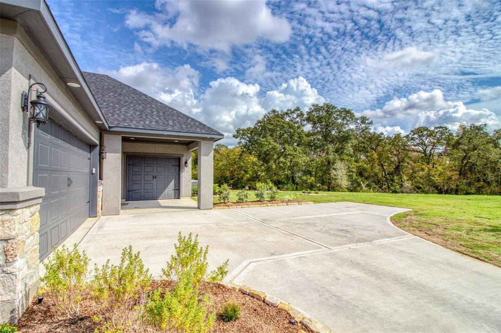 205 Reata Creek Drive, Hempstead, TX 77445
