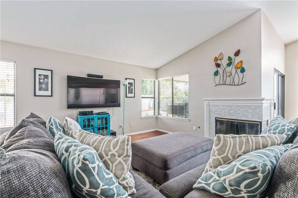 10338 Crest Brook Drive, Moreno Valley, CA 92557