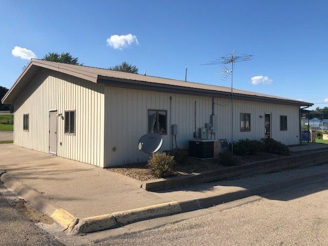 327 S Augusta Ave., Oxford, IA 52322