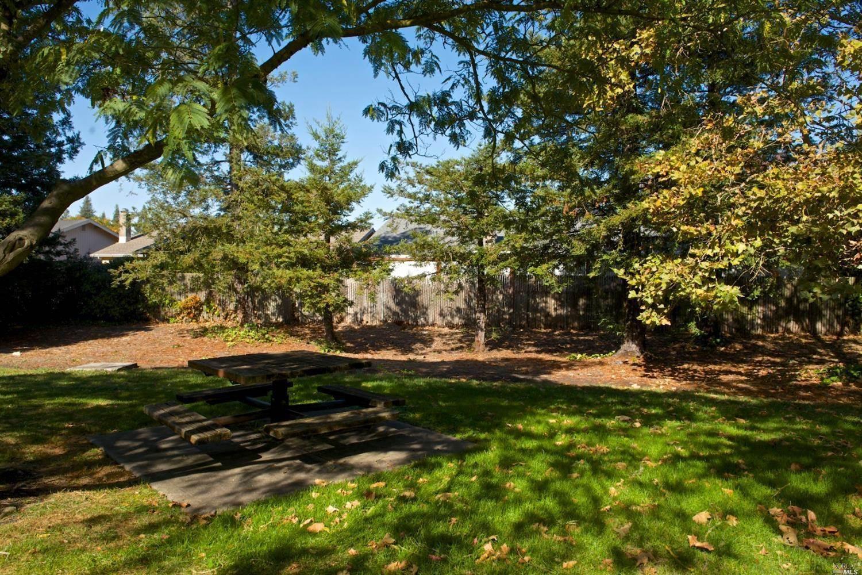 949 Helene Court, Rohnert Park, CA 94928
