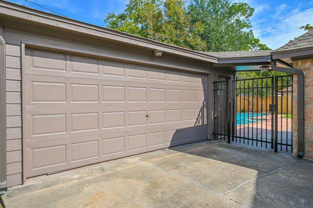 11930 Oakcroft Drive, Houston, TX 77070