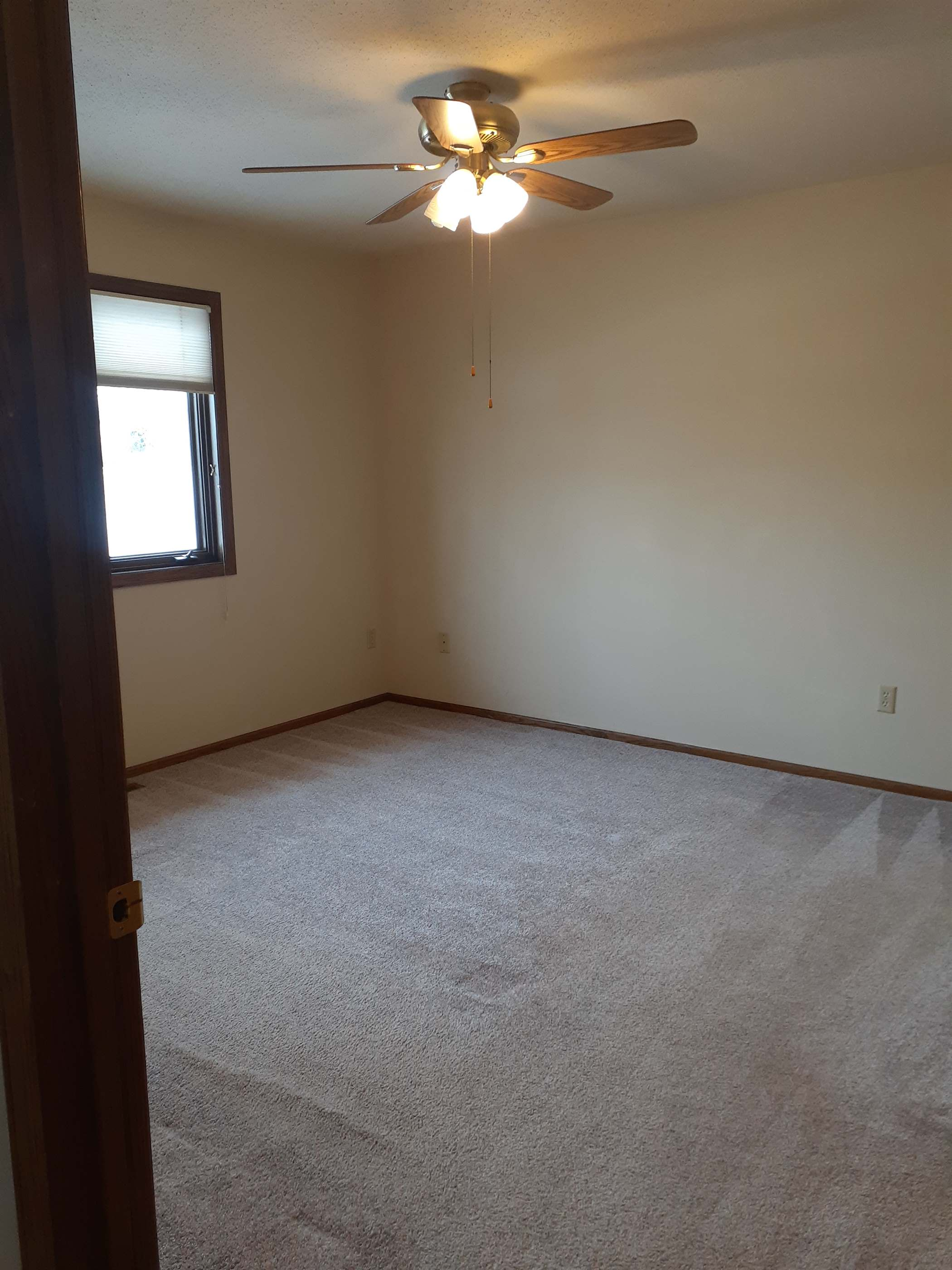 1414 SW 17 1/2 Ave, Minot, ND 58701