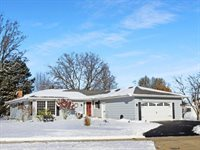 1356 Carriage Hill Lane, Freeport, IL 61032