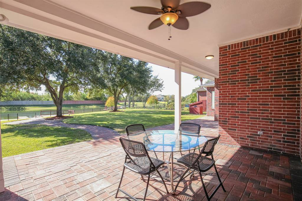 318 Bridge Crest Boulevard, Houston, TX 77082