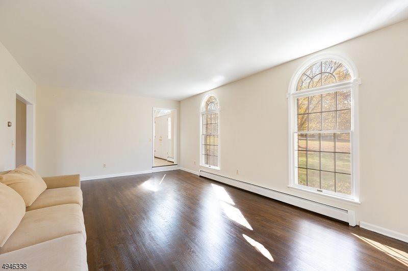 260 Fairmount Rd, Washington Township, NJ 07853