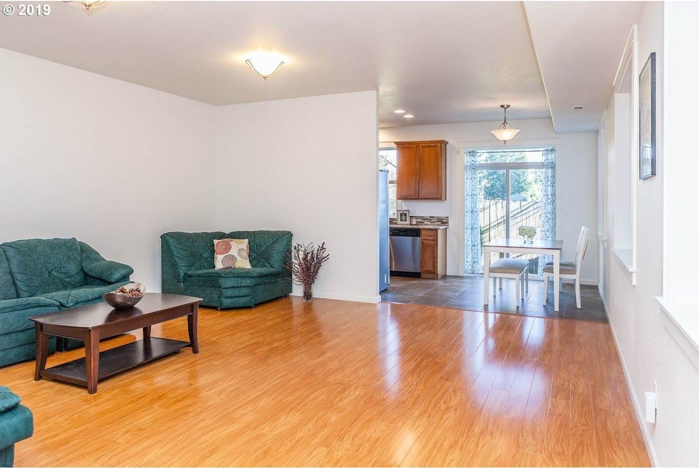 1518 SE 117TH Ave, Portland, OR 97216