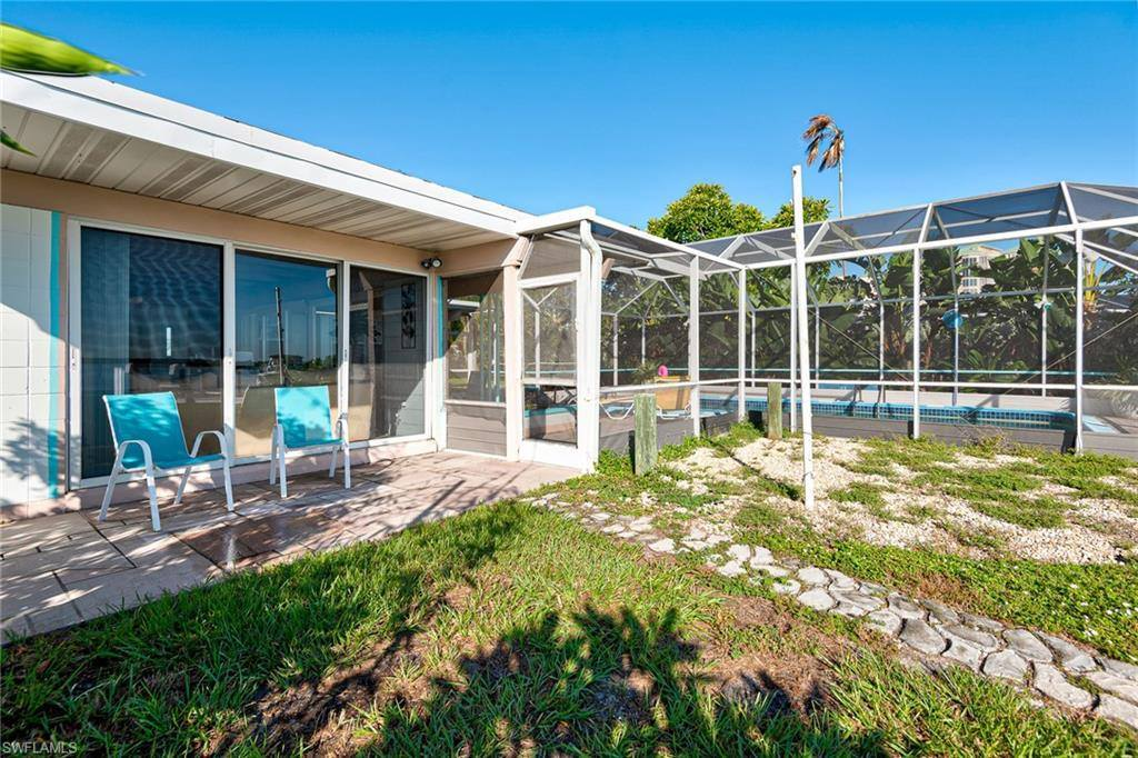 120 Little Carlos Ln, Fort Myers Beach, FL 33931