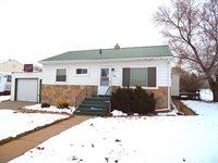 210 F Street South, Glen Ullin, ND 58631